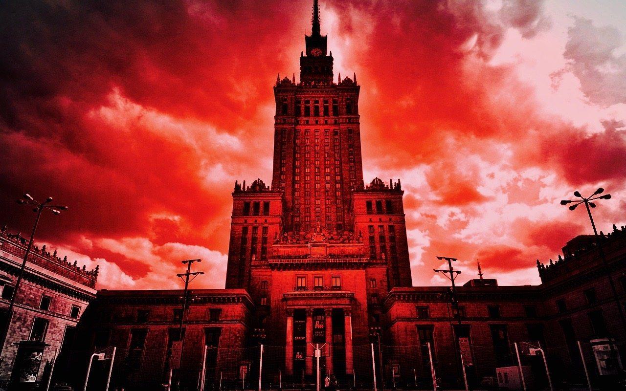 """Zmiany w sądownictwie: Aktualnie środowiska sędziowskie zapowiedziały, że już wkrótce ulicami stolicy przejedzie marsz """"1000 tog""""."""
