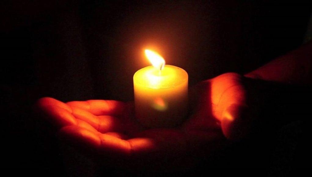 Skandal na pogrzebie prowadzącej Love Island Caroline Flack, gwiazda popełniła samobójstwo 15 lutego bieżącego roku w swoim mieszkaniu w Londynie.