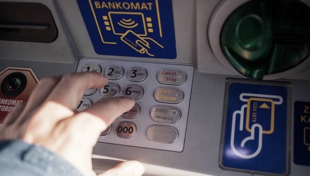 Może nastąpić problem z dostępem do kont bankowych: wypłacajcie gotówkę - apelują banki do swoich klientów informując że są zaplanowane prace na weekend