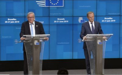 Unia Europejska: Tusk Juncker. Jean Claude Juncker (Komisja Europejska) znowu szaleje. Szef KE ośmieszył Donalda Tuska (Rada Europejska, Platforma Obywatelska).