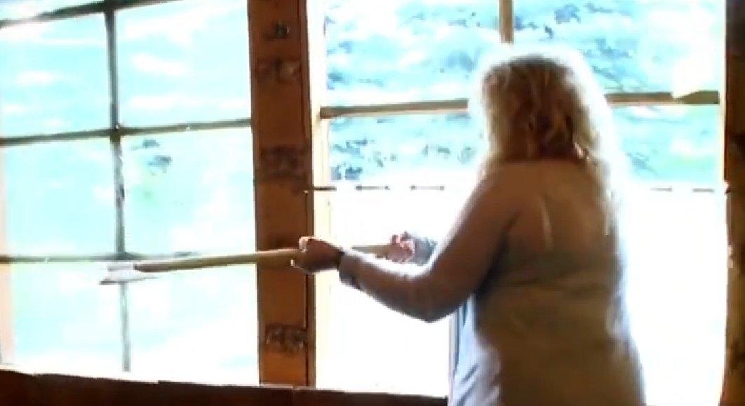 Magda Gessler daje rady na upały. Na portalu instagram pojawił się film z gwiazdą TVN i show Kuchenne Rewolucje pokazujący jak sobie radzić w te ciepłe dni.
