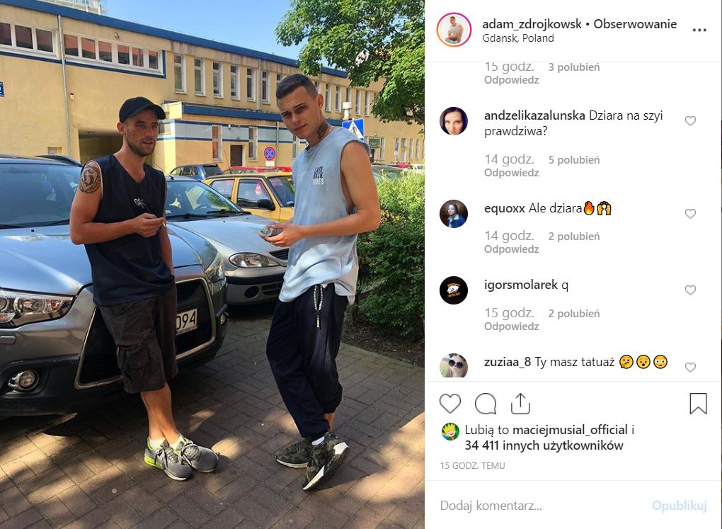 Adam Zdrójkowski (Rodzinka pl, prod TVP) pokazał na portalu Instagram nowy tatuaż. Co na to jego dziewczyna Wiktoria Gąsiewska?