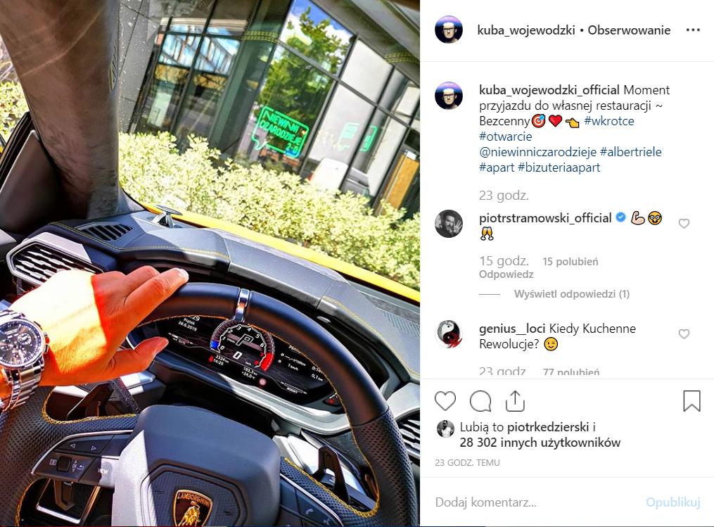 Kuba Wojewódzki (TVN) w swoim Lamborghini chwali się na Instagram, że jego kolejny interes to restauracja. Fani żartują, że czekają go Kuchenne rewolucje.