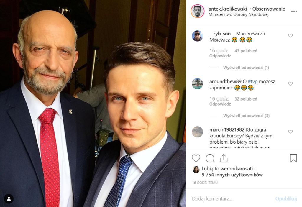 """Patryk Vega i jego """"Polityka"""" budzą kontrowersje, PiS uważa, że to atak. Antek Królikowski na Instagram, obok aktora, który wygląda jak Antoni Macierewicz"""