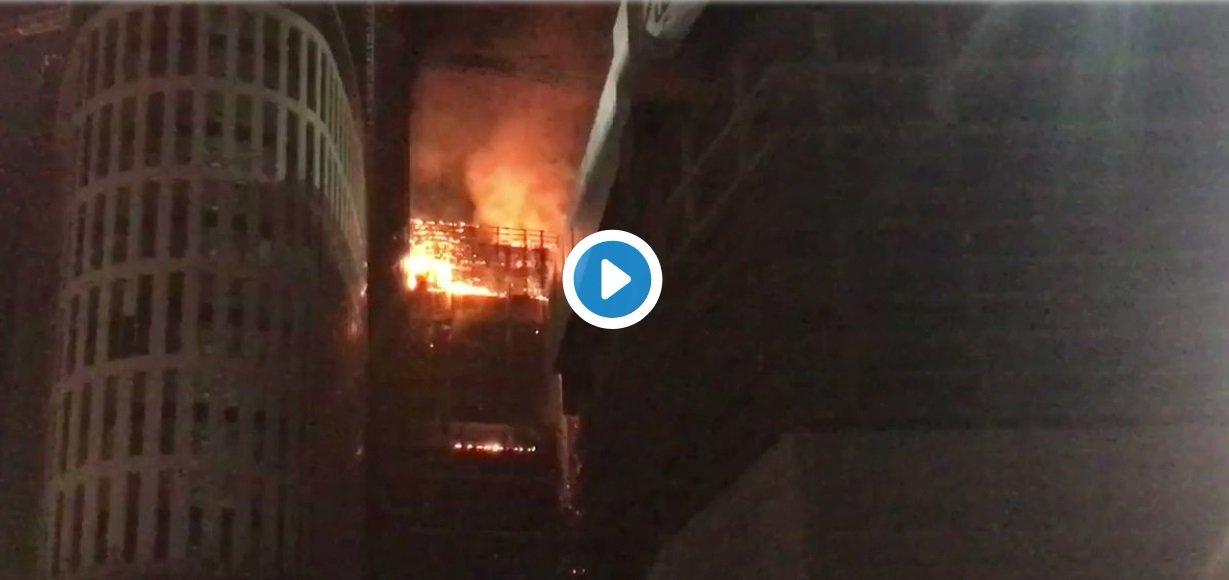 Pożar wieżowca w Warszawie, Rondo Daszyńskiego. TVP Info podało informację o pożarze Warsaw Hub, na Twitter pojawiło sie wiele filmów