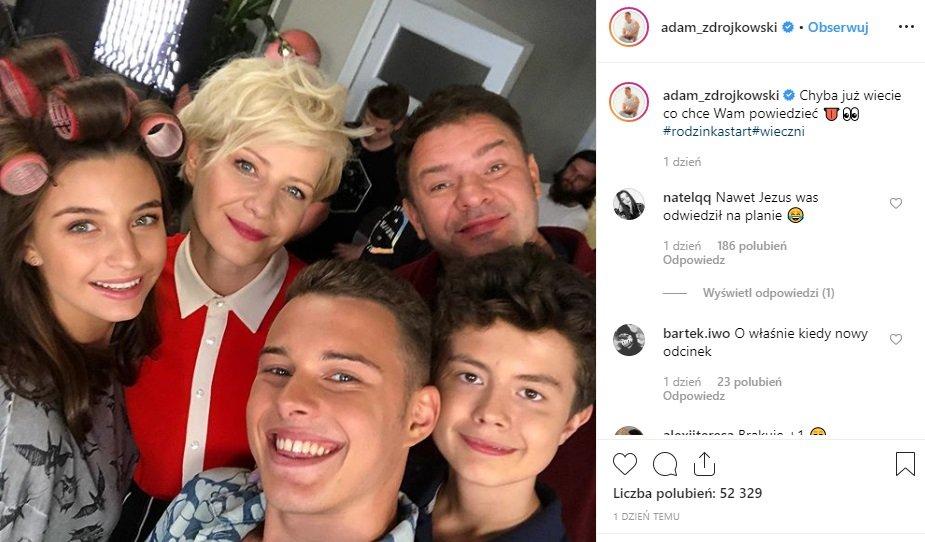 Rodzinka PL, nowy sezon w którym zagra Adam Zdrójkowski. Aktor pokazał się z takimi aktorami jak Kożuchowska czy Julia Wieniawa. A gdzie Wiktoria Gąsiewska?
