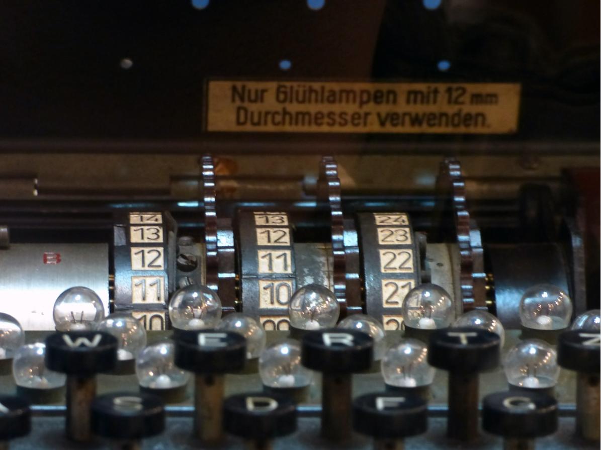 To 80 lat odkąd Polacy złamali szyfr Enigmy, III Rzesza oparła na niej łączność. Dzięki temu alianci poradzili sobie z zagrożeniem jakim była Enigma i II wś