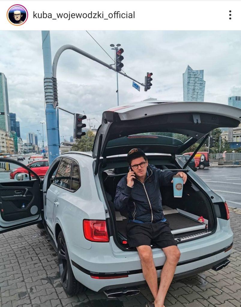 Kuba Wojewódzki i samochody: Król TVN zaatakowany na portalu instagram przez fanów. Jego Bentley został porównamy do Skody.