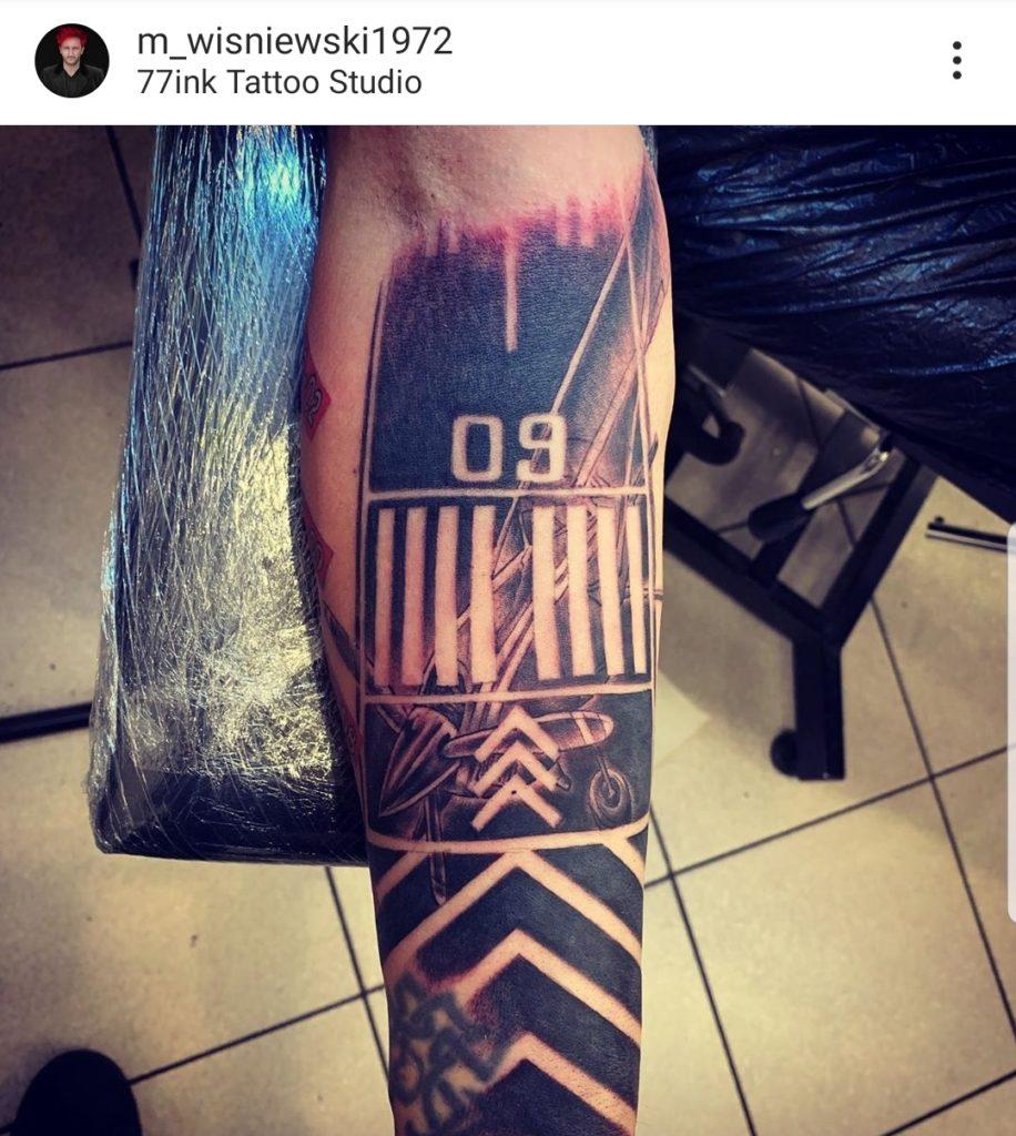 Michał Wiśniewski zmienił tatuaż. To odpowiedź na zachowanie żony (Dominika Tajner). Wokalista Ich Troje pochwalił się zmianom na portalu instagram.