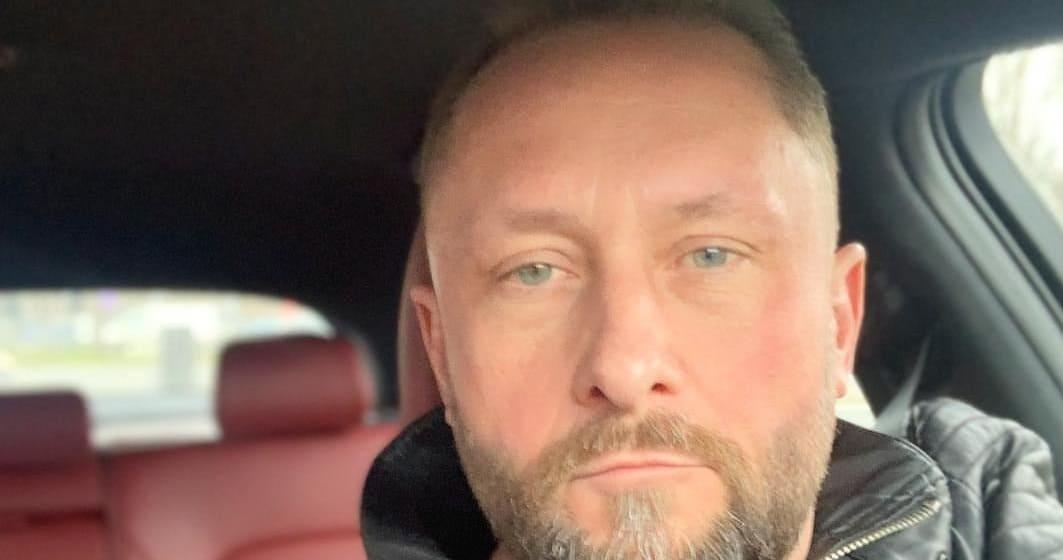 Kamil Durczok zatrzymany. Były dziennikarz Wiadomości TVP i Fakty TVN spowodował wypadek samochodowy pod Piotrkowem Trybunalskim.