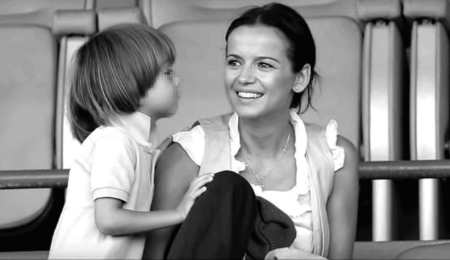 Tajemnica jaką skrywała Anna Przybylska (Złotopolscy, TVP) wychodzi na jaw. Jak radzi sobie po jej śmierci rodzina, Jarosław Bieniuk i ich córka Oliwia.