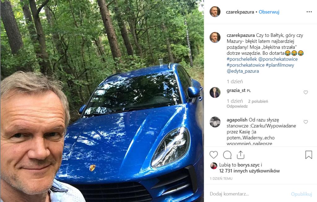 """Czarek Pazura szpanuje swoim Porsche na portalu Instagram. Popularność zyskuje jego kanał na YouTube Pazura Q&A i zobaczymy go w komedii """"Futro z misia""""."""