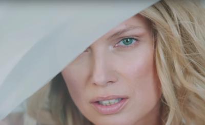 """Joanna Liszowska (""""Przyjaciółki"""", Polsat) traci głos, podzieliła się tym na Instagram, co dalej z jej karierą piosenka """"Into u"""" się spodobała."""