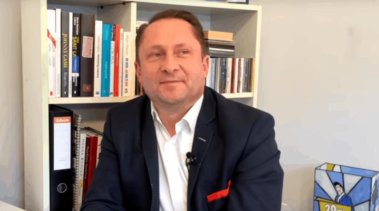 Kamil Durczok (Fakty, TVN, Durczokracja, Polsat News) : alkohol spowodował, że miał wypadek, ale nie obce były mu także narkotyki. Co się z nim dzieje?