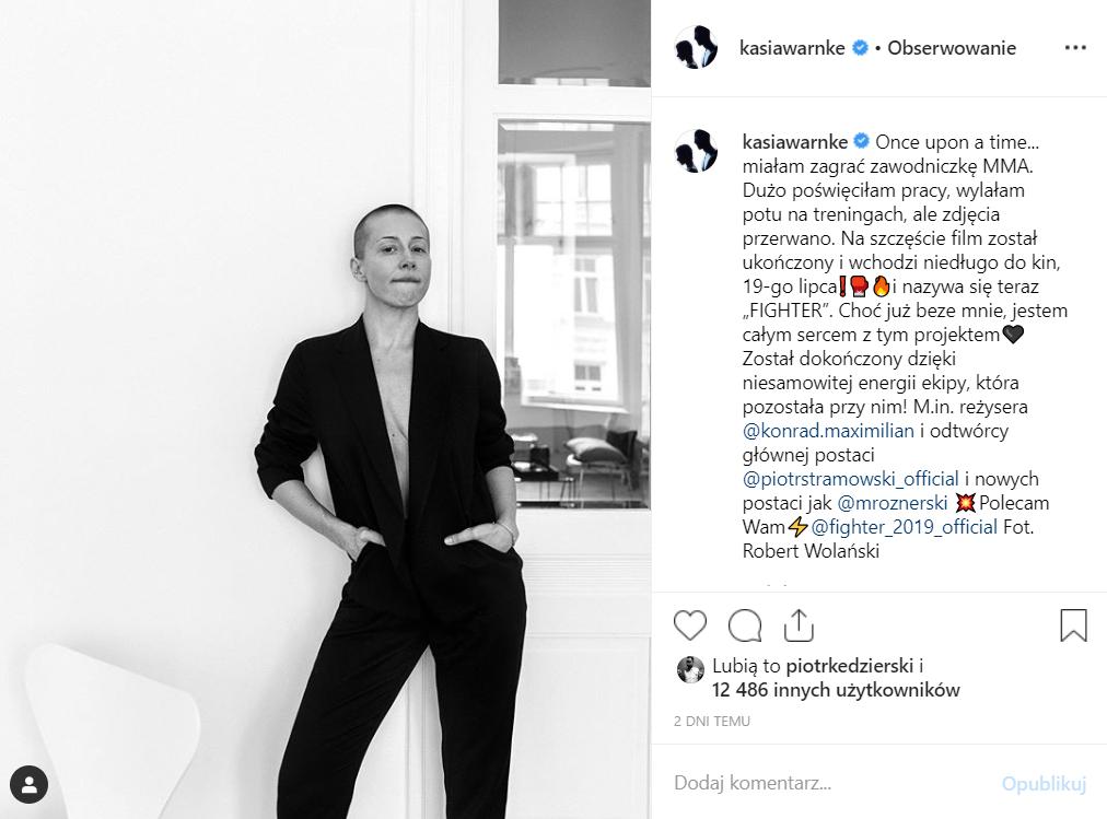 """Na Instagram Kasia Warnke pokazała, że jest w ciąży, ujawniła też dlaczego była łysa. Ma to związek z mężem, Piotr Stramowski ( film """"Fighter"""")."""