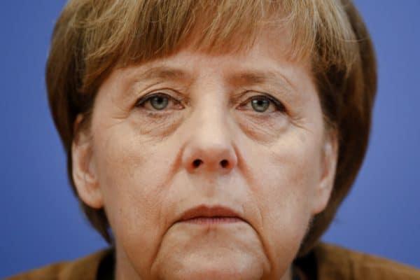 II wojna światowa - okres z którym wiążą się teorie spiskowe. Angela Merkel to córka Adolfa Hitlera? Co ma wspólnego kanclerz Niemiec i Adolf Hitler