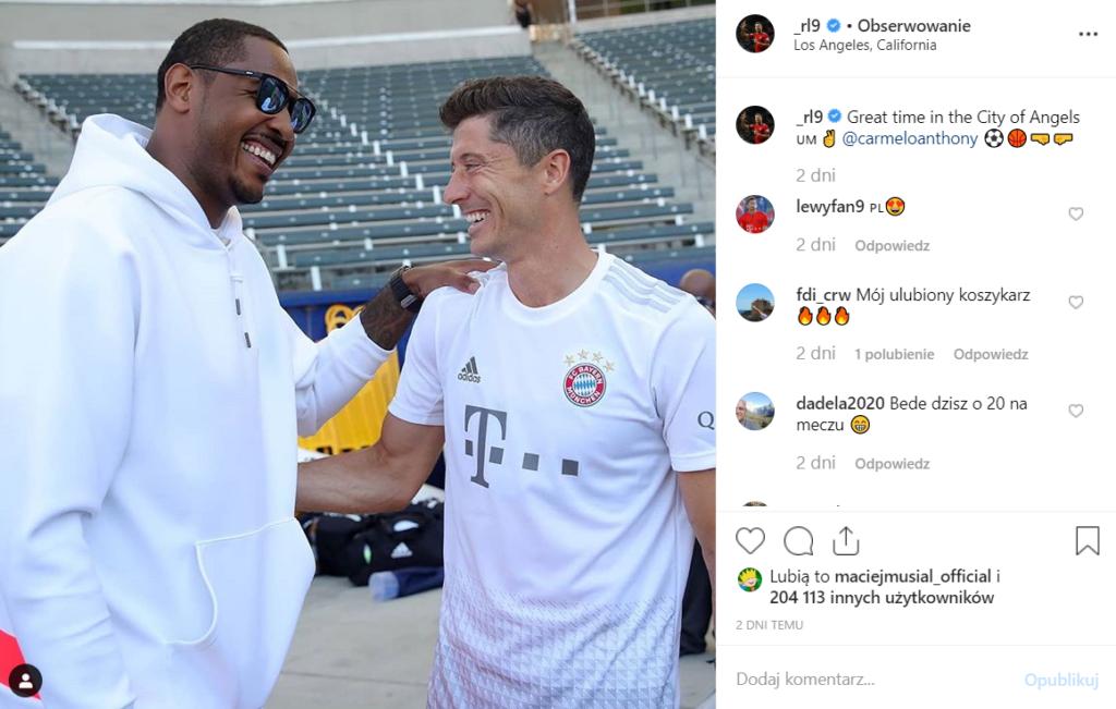 Anna Lewandowska pokazuje piersi na Instagram. Promuje też swój nowy trening, który trwa 30 dni. Robert Lewandowski jest teraz z zespołem FC Bayern w USA.