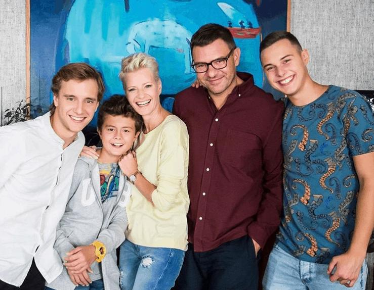 Fani niezadowoleni, godziny emisji serialu Rodzinka.pl (TVP) są złe, nowy sezon już niedługo na Instagram pokazano kadr w którym prezentuje się Olga Kalicka