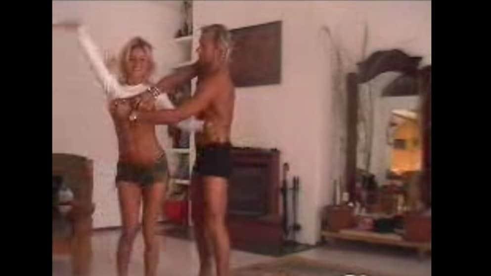 Doda i Radosław Majdan ponad 15 lat temu byli małżeństwem. Do sieci trafiło nagranie, na którym Doda pokazuje piersi Radkowi. Co na to Małgorzata Rozenek?