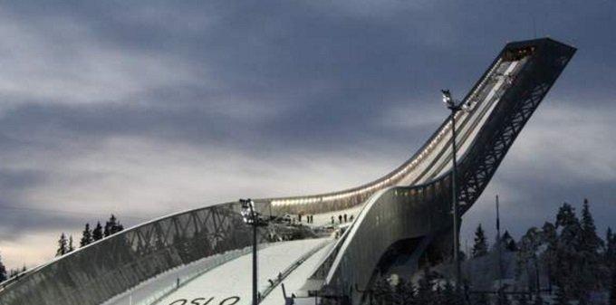 Skocznia Holmenkollenn w Oslo to jeden z najlepiej rozbudowanych ośrodków sportów zimowych w tym oczywiście skoków. Skryw jednak w sobie tajemnicę