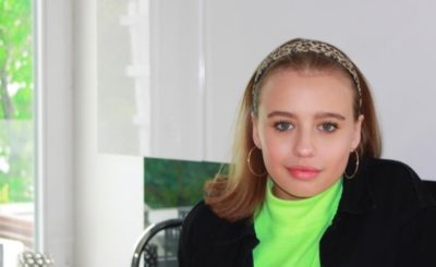Oliwia Bieniuk robi furorę na portalu instagram. Córka aktorki (Anna Przybylska) i piłkarza (Jarosław Bieniuk) podbija sieć. Fani widzą w niej modelkę.
