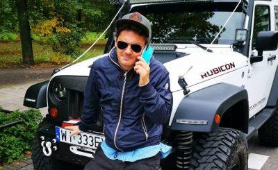Kuba Wojewódzki sprzedaje auto. Król TVN sprzedaję swój samochód. Jest nim Jeep Wrangler. Oto ile trzeba mieć, aby kupić auto znanego dziennikarza.