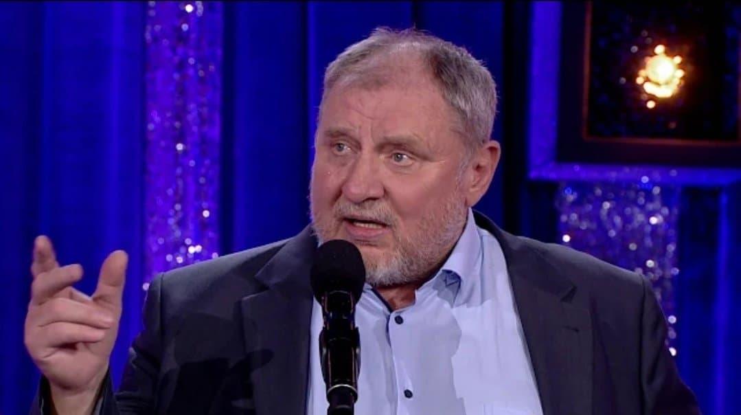 Andrzej Grabowski to aktor znany z Świat według Kiepskich oraz filmu Polityka. Popularny artysta, jest również jurorem w programie Taniec z Gwiazdami.