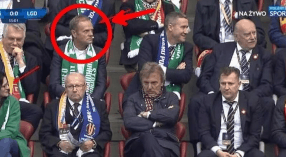 Kibice zespołu Lechia Gdańsk przygotowali specjalny transparent. Donald Tusk nie może być z tego zadowolony. Jego powrót z UE może nie być taki prosty.