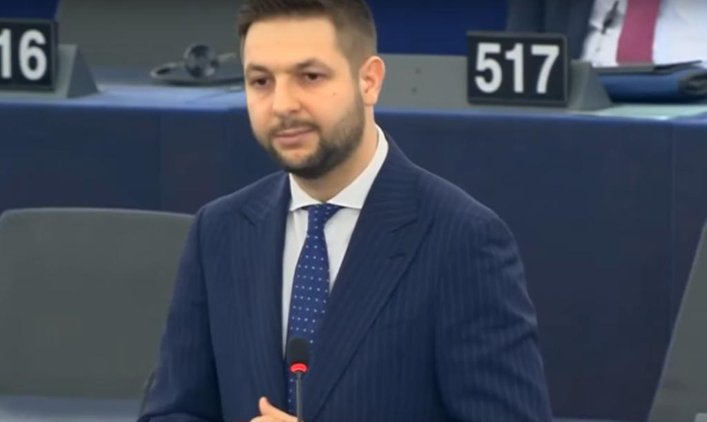 Franz Timmermans kolejny raz atakuję Polskę. W obronie rządów PiS stanęli jej politycy w Parlamencie Europejskim, Patryk Jaki oraz Jadwiga Wiśniewska.