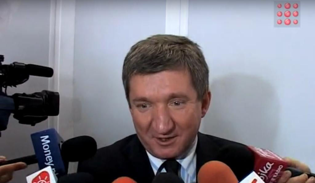 """Jerzy Wenderlich (Lewica) i Paweł Szefernaker (PiS) starli się na antenie TVP Info. Wiceminister MSWiA bronił """"Hattrika"""", który jest proponowany przez rząd."""