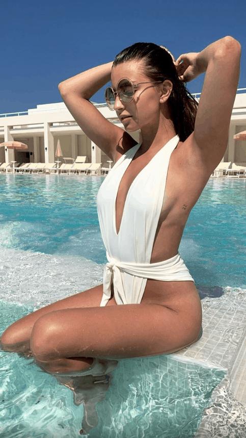 Julia Wieniawa (Rodzinka.pl, TVP, Zawsze warto, Polsat) w kusym bikini wypoczywa na Sycylii, zobacz jej foto na portalu Instagram.