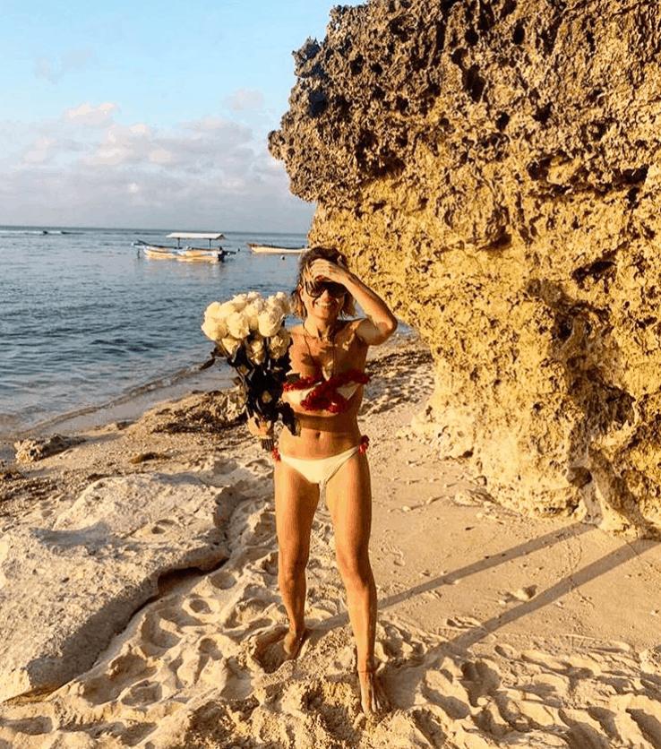 Marta Manowska pokazała się w bikini na portalu Instagram. Prowadząca Rolnik szuka żony, niedługo rozpocznie w TVP nowy projekt, The Voice Senior.