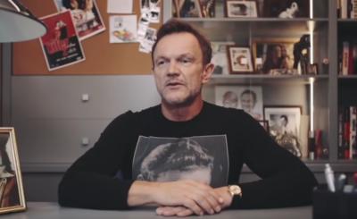 """Zmarł Jan Kobuszewski, a Cezary Pazura pożegnał uwielbianego aktora. Czy śmierć Kobuszewskiego to cios dla aktora komedii """"Futro z misia"""" i gwiazdy YouTube?"""