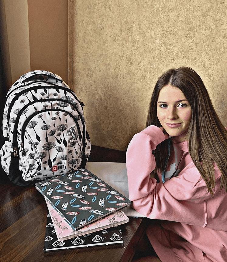 Roxie Węgiel pokazała jak wygląda jej wyprawka szkolna. Zwyciężczyni The Voice Kids (TVP) i Eurowizja junior spotkała się z hejtem na Instagram.