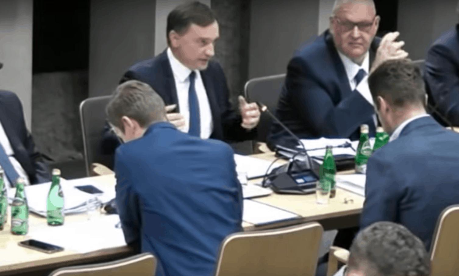 Borys Budka z PO próbował zdymisjonować ministra sprawiedliwości w rządzie PiS. Zbigniew Ziobro celnie go wypunktował, poseł PO nie miał argumentów.