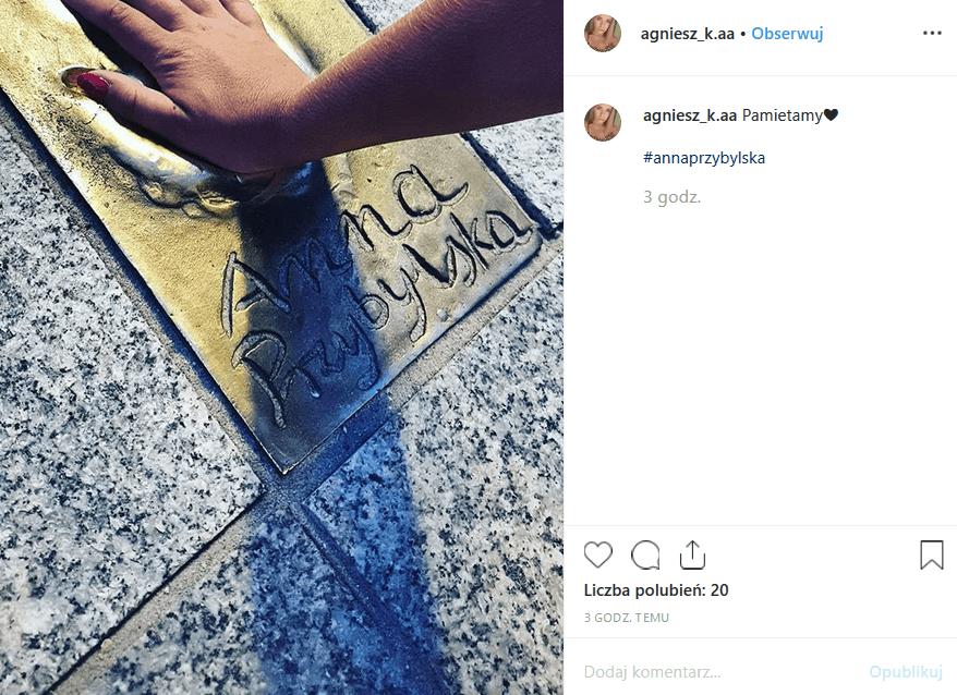 """Dziś rocznica śmierci Anny Przybylskiej. Instagram wspomina Marylę z serialu """"Złotopolscy"""" a Jarosław Bieniuk i Oliwia Bieniuk wspominają ją w milczeniu."""