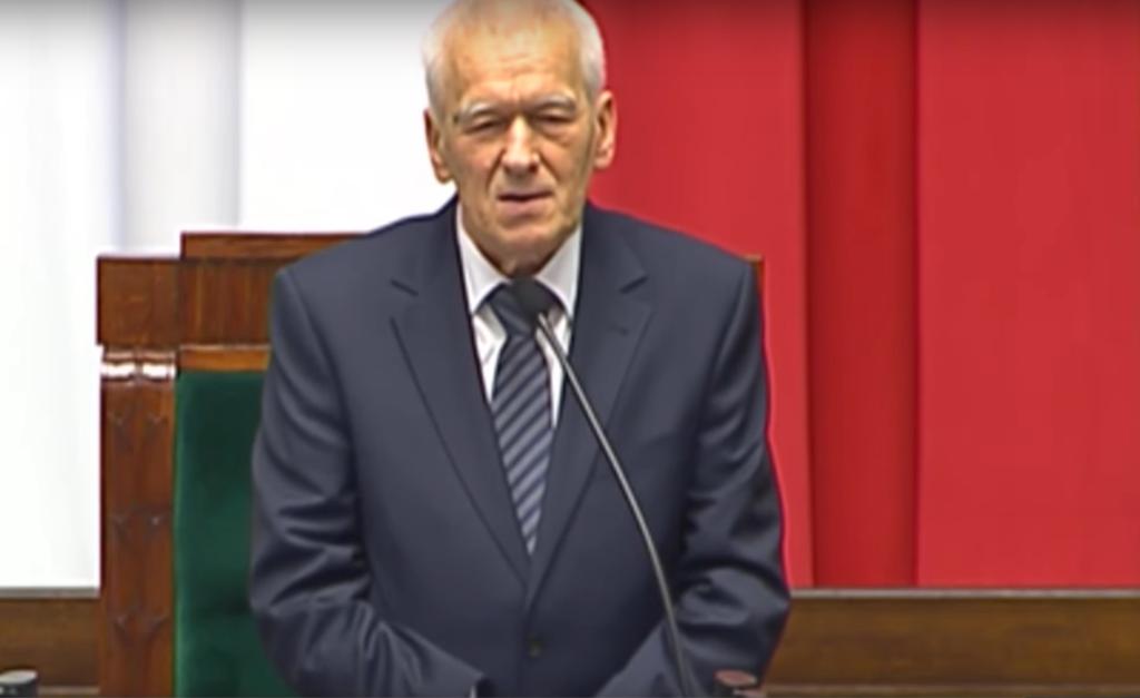 Kornel Morawiecki, polityk, był przywódcą organizacji Solidarność Walcząca. Do historii przeszło jego przemówienie z roku 1995 skierowane do Lecha Wałęsy.