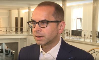 Michał Szczerba z KO był zaproszony do TVP po ogłoszeniu sondażowych wyników wyborów. Według polityka wina za porażkę KO leży także po stronie stacji.