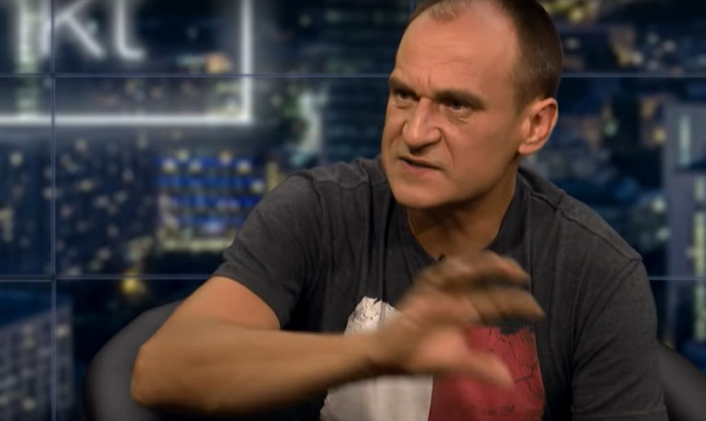 Paweł Kukiz w ostatnim czasie nie ma zbyt łatwego życia, brak poparcia, start w wyborach z PSL, a teraz widziano go podobno z byłymi funkcjonariuszami SB.
