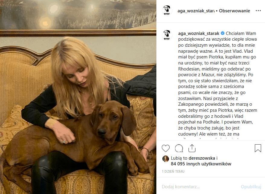 """Śmierć męża gwiazdy TVN sprawiła, że Agnieszka Woźniak Starak zniknęła. Teraz wraca ona na Instagram w związku z promocją filmu męża """"Ukryta gra""""."""