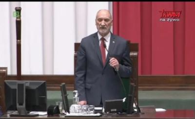 We wtorek podczas inauguracji obrad sejmu bardzo mocną przemowę wygłosił marszałek senior Antoni Macierewicz po jego słowach opozycja wpadła w histerię.