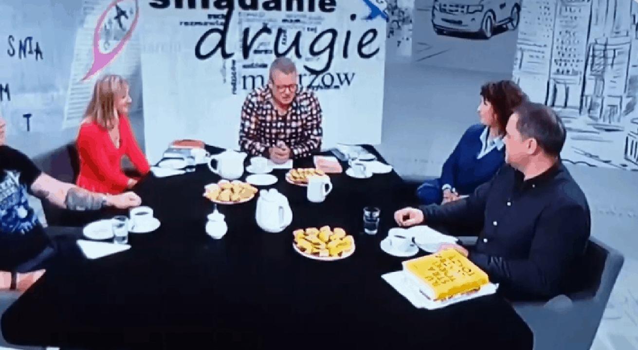 """Marcin Meller to prowadzący """"Śniadanie Mistrzów"""" na TVN24. W ostatnim odcinku prowadzący oraz goście zastanawiali się na wizji nad problemem 2 listopada."""