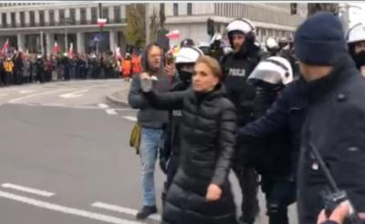 Scheuring Wielgus – Marsz Niepodległości. Do wręcz absurdalnej sytuacji doszło na samym początku startu Marszu Niepodległości.