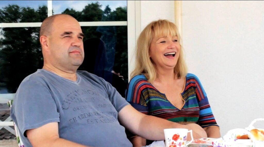 Cezary Żak i jego Żona Katarzyna Żak to przede wszystkim gwiazdy kultowego serialu Ranczo w TVP. Serial Klan był dla nich...