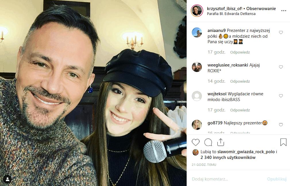 """Roksana """"Roxie"""" Węgiel (""""The Voice Kids"""", """"Eurowizja Junior"""") nagrywała świąteczne piosenki, gdy Krzysztof Ibisz poprosił ją o selfie. Internauci śmieją się"""