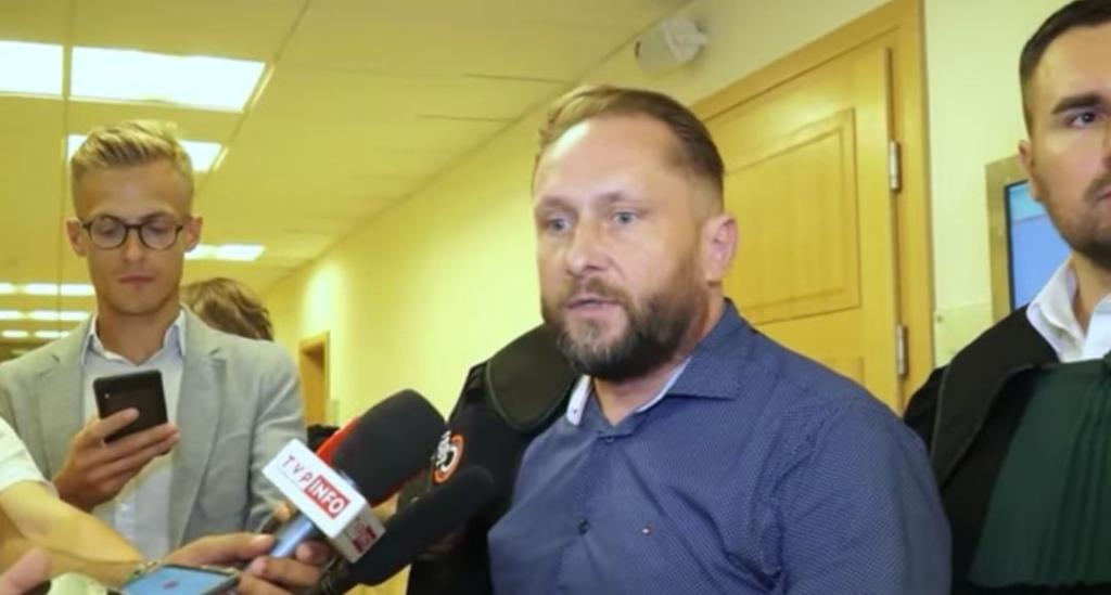 Dziennikarz TVN Kamil Durczok przyznał sie że cierpi na alkoholizm.Zrobił to na swoim koncie Twitter.Skomentowała to nawet sama Hanna Lis
