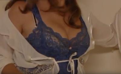 """Anna Powierza (""""Klan"""") pokazała piersi na Insta, bo w życzeniach noworocznych aktorka nawiązała do sesji, jakie odbywała dla magazynów Playboy i CKM."""