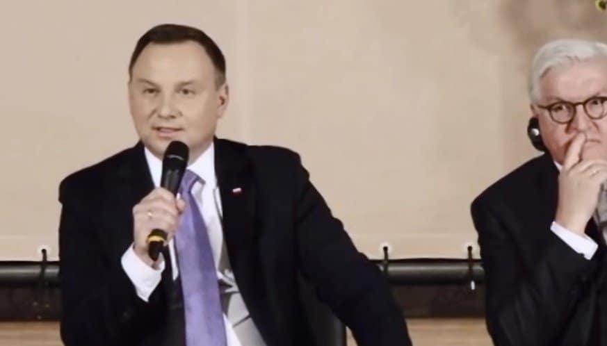 """Andrzej Duda zaskoczył, co dalej czeka ustawę potocznie zwaną jako """" ustawa kagańcowa """"? Opozycja oraz środowiska sędziowskie są wręcz wściekłe"""
