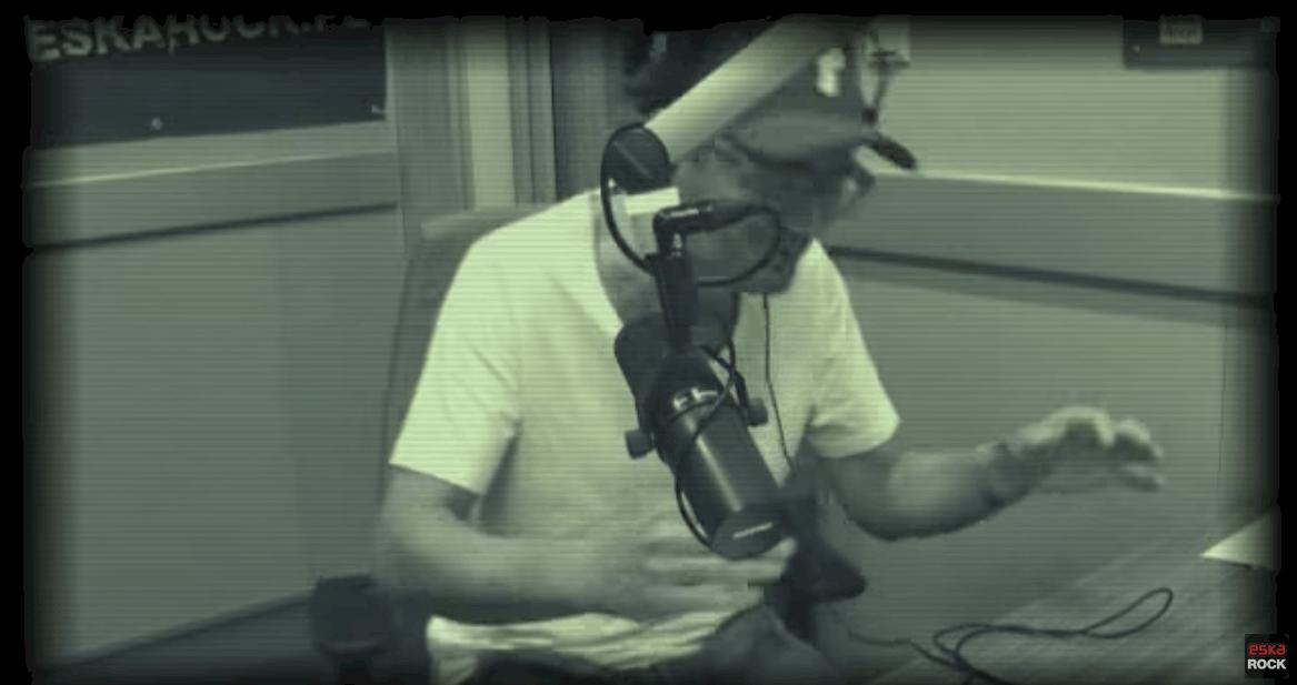 """Gospodarz """"Kuba Wojewódzki show"""", Król TVN wyśmiany na Insta! Powodem wesołości fanów prezentera Newonce.radio są jego cieniutkie nóżki"""
