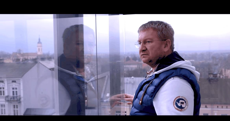 Paweł Królikowski wciąż jest w szpitalu w ciężkim stanie, bo jego stan zdrowia ze względu na powikłania się nie poprawia, ale TVP ogłasza, że będzie w TV!